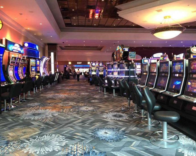 How 5 Stories Will Certainly Adjustment How You Approach Casino Poker