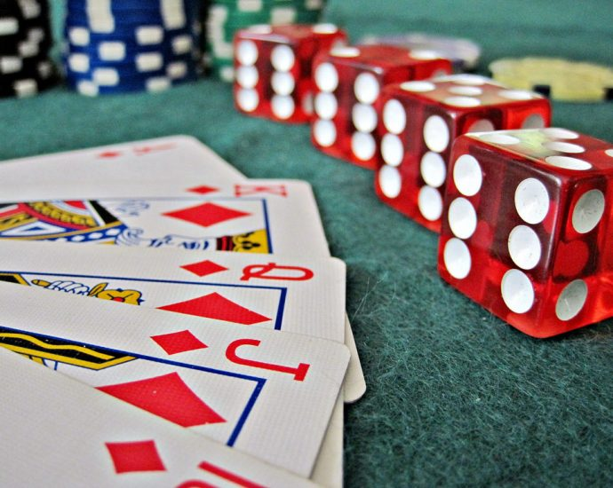 How To Search Out The Fitting Online Gambling
