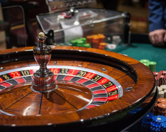 Easy Approaches To Online Gambling With Out Also Intrigued By It